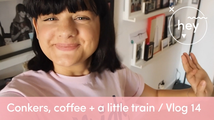 Conkers, coffee, and a little train / Vlog 14